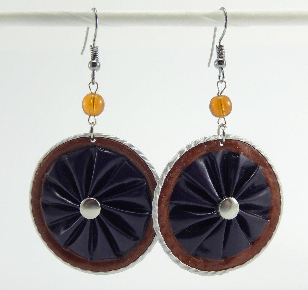 Orecchini viola con bordo mattone in alluminio, con perla e borchia