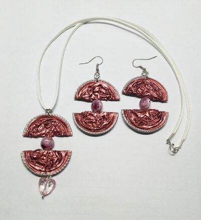 Set collana e orecchini pendenti in alluminio di colore rosa, etnici -  Parure Inca
