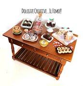 NATALE IN DOLCEZZE - Tavola dollhouse 1:12 - preparazione casa delle bambole: pudding, pandoro, mince pie, brownie, cookie pupazzo di neve, caramelle, biscotti, bastoncini di zucchero