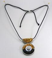 Collana con ciondolo in alluminio, colore marrone e oro, lunghezza regolabile