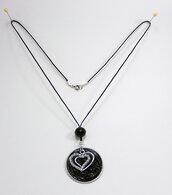 Collana con ciondolo nero e cuore doppio decorato con strass