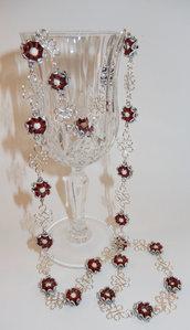 Collana lunga in alluminio e artistic wire placcato argento, in rosso e argento