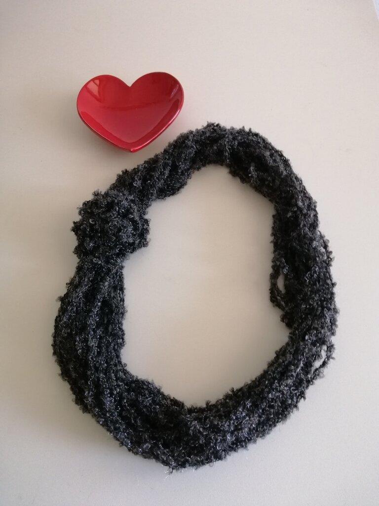 Collana nero/argento lana bouclè