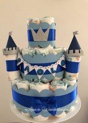 Torta di pannolini bimbo castello celeste blu