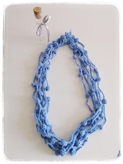 Collana lana azzurra con cipollotti