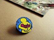 Spilla HARING. Piccola spilla in legno dipinta a mano. Street Art. Spilla dipinta a mano. Regalo compleanno. Idea regalo.