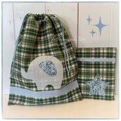 Sacchetto in cotone scozzese verde con elefantino azzurro applicato e busta coordinata