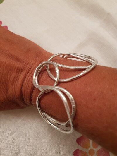 Bracciale in alluminio battuto con chiusura in acciaio