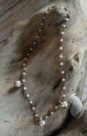 Collana fatta a mano in filo di rame con finte perle e perline