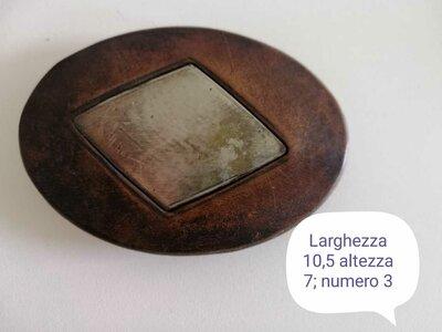Fibbia in cuoio vintage con applicazione in metallo