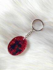 Portachiavi in resina con glitter rossi e sagoma bimbi innamorati