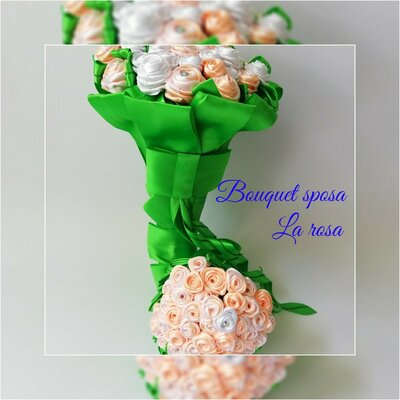 Bouquet da sposa con roselline in raso