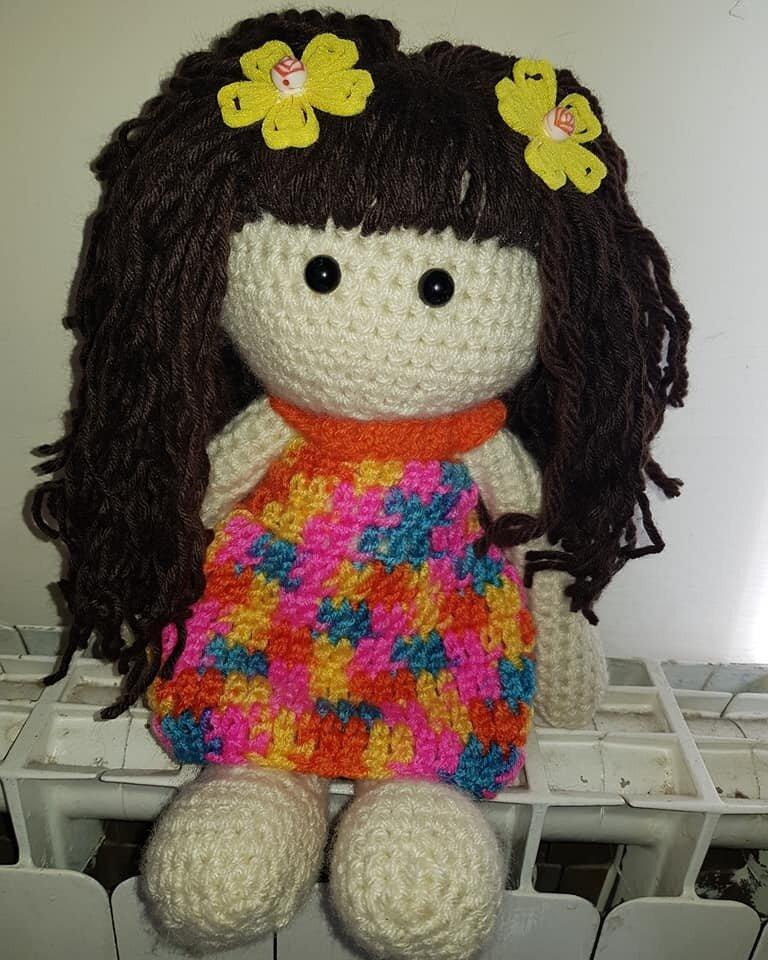 bambola in amigurumi