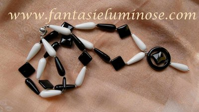 collana bianca e nera