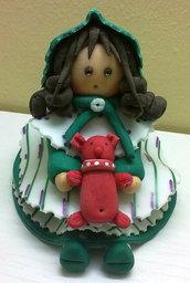 Bambolina con pupazzetto rosso