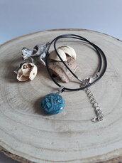 Collana con Pendente in Pietra Naturale Sintetica con Tono Platino Ottone (Blue Agata)