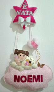Fiocco nascita stella e bimba abbracciata a un orsetto che dorme sulla nuvoletta.