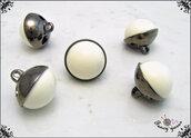 5 bottoni  sferici mm.17, base in metallo colore canna di fucile, sfera in nylon bianco, attaccatura con gambo