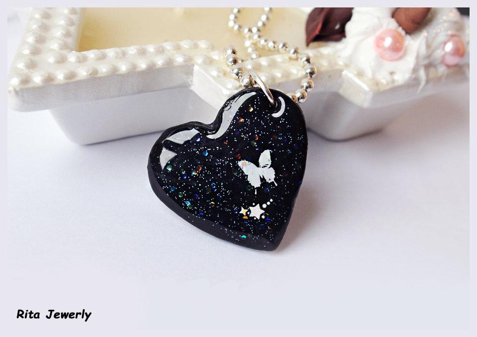 collana cuore in fimo, idea regalo fidanzata, idea regalo bambolina cuore,  San Valentino idea regalo, collana night, collana elegante fimo, nero, farfalle, collana fata, fairy, cuore,