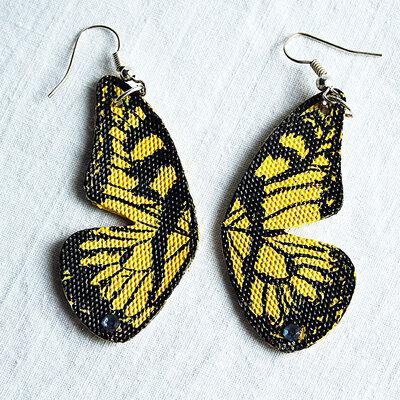 orecchini pendenti in ecopelle dipinti farfalla gialla con brillantini fatti a mano