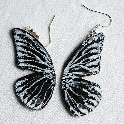 orecchini pendenti in ecopelle dipinti farfalla nera con brillantini fatti a mano