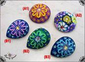 Bottone gioiello con strass, realizzato a mano, 2 modelli e 5 varianti colore disponibili, attaccatura con gambo