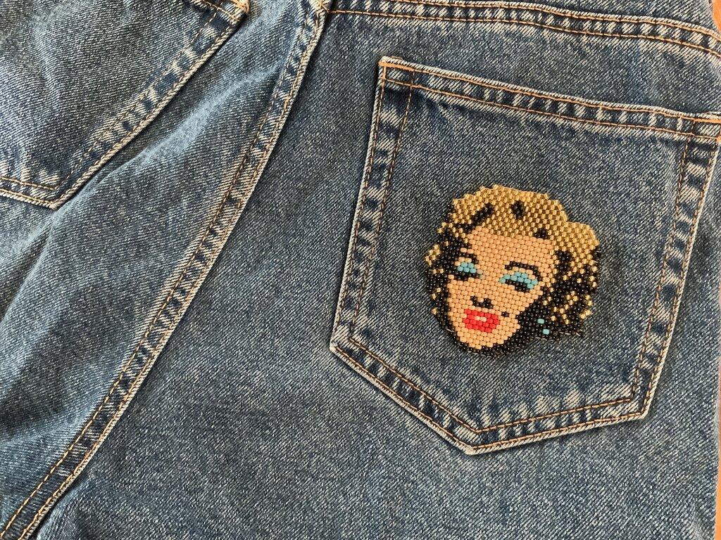 Toppa/pin/spilla in perline soggetto Maryln Monroe