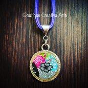 Collana in resina e stoffa con fiore, colorata