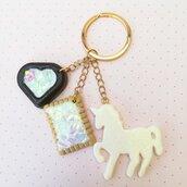 Portachiavi unicorno e dolcetti realizzato a mano in resina