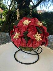 Pomander con stelle di Natale di feltro rosso glitterato