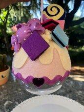 Pallina per albero, decorata con caramelle di feltro
