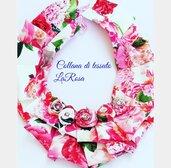 Collana di tessuto con rose fatta a mano
