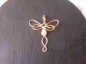 Ciondolo wire a forma di libellula con adularia