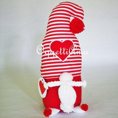 Uno gnomo fermaporta come idea regalo: una decorazione fatta a mano, utile ed originale per i tuoi regali di natale