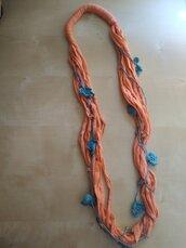 collana multifili uncinetto e tessuto - collana lunga - collana con fiori arancione turchese - fatta a mano - boho