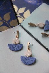 orecchini in fimo pendenti geometrici color indaco, granito e oro texturizzati _001_