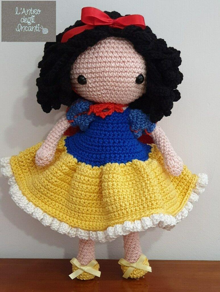 Bambola Amigurumi Biancaneve