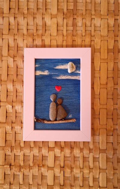 Coppia di amanti su ramo - Quadro in pietre su legno - Tecnica Pebble's Art. Artista Antonio Ruffo