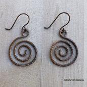 Orecchini spirale in rame martellato wire