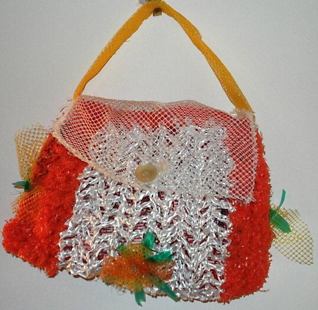 borsetta con materiale riciclato