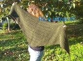 Scialle in lana a triangolo fatto a mano ai ferri