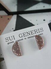orecchini a lobo in fimo rosa antico e foglia argento, tagia media forma mezzaluna _033_