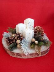 Centrotavola con candele natalizio
