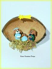 Presepe di cani cavalier king charles spaniel in fimo nella noce di cocco, regalo natale per amanti dei cani, regalo famiglia, miniatura