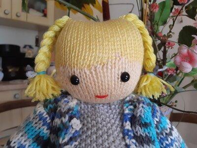 bambola in lana ai ferri Maria