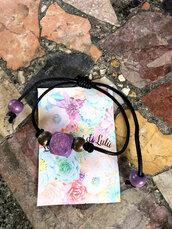 Bracciale con perle in legno viola