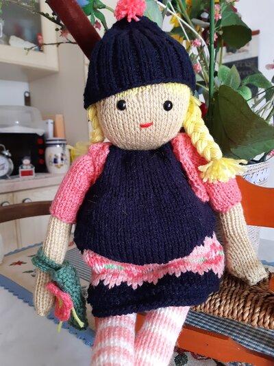 bambola in lana ai ferri Miriam