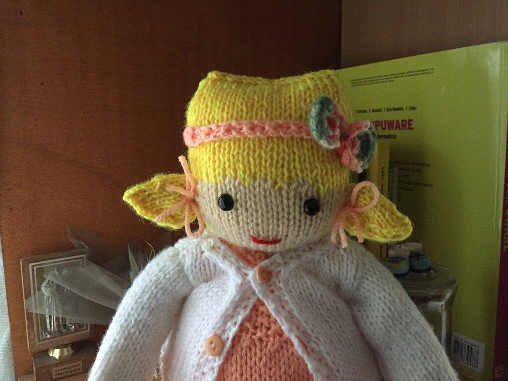 bambola in lana ai ferri Sara