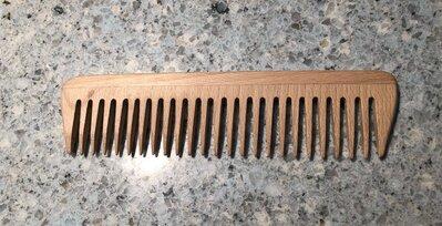 Pettine in legno di faggio a denti radi ,antistatico, trattato a cera