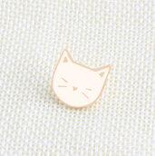 Spilla in metallo e smalto faccina di gatto bianco